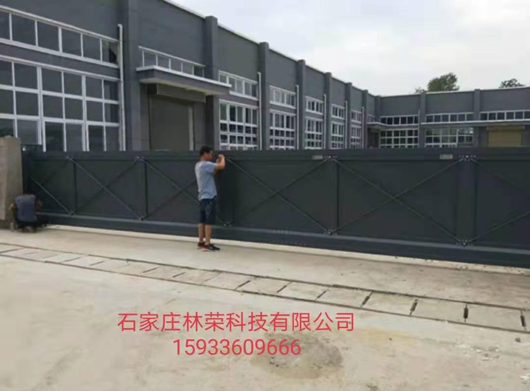 16.5米长全封闭悬浮门安装现场(许昌腐竹厂)